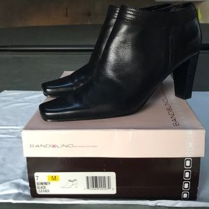 Bandolino Bdinfinity black leather boots